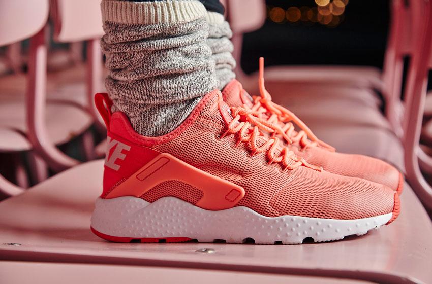 Nike Air Huarache Ultra — boty, dámské, lehké běžecké sneakers — oranžové