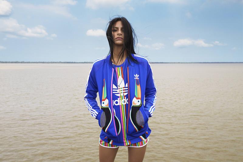 adidas Originals x Farm — modrá tepláková bunda, mikina na zip, šortky, tričko — dámské sportovní oblečení