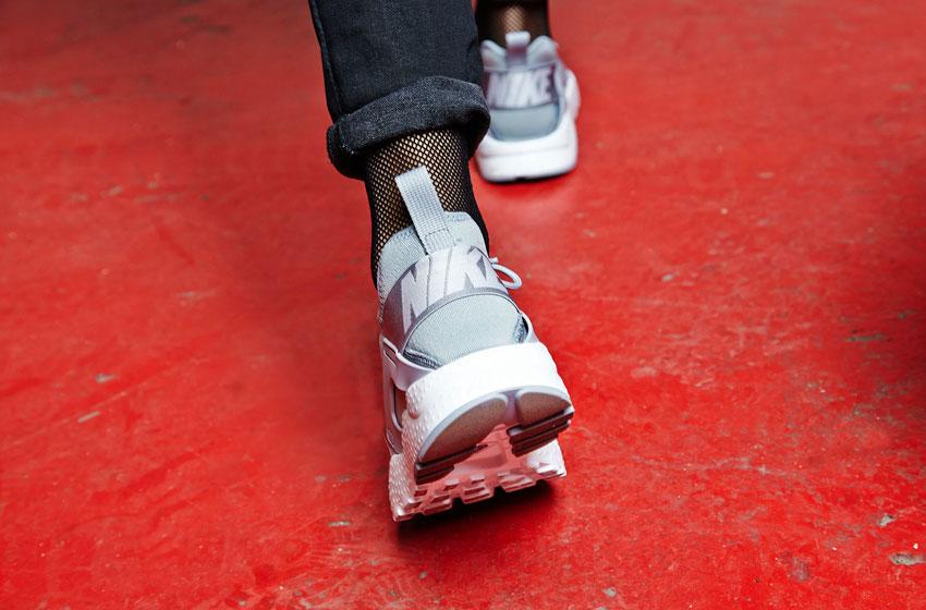 Nike Air Huarache Ultra — šedé sneakers, běžecké boty — tenisky, dámské
