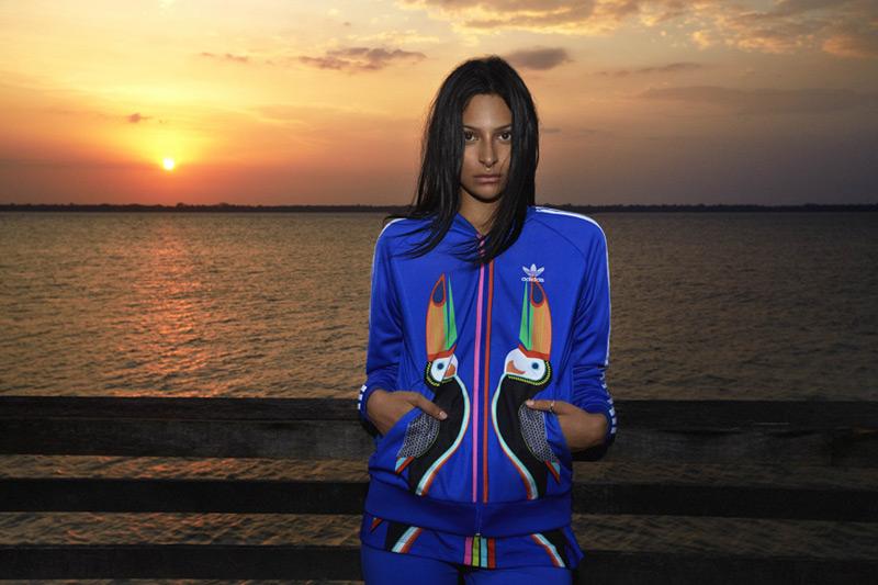 adidas Originals x Farm — modrá tepláková bunda na zip — dámské sportovní oblečení
