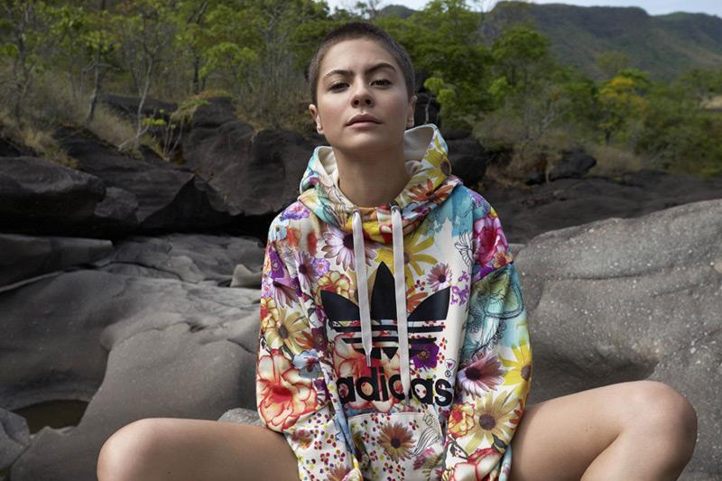 adidas Originals x Farm — barevná mikina s kapucí, květinový motiv — dámské sportovní oblečení