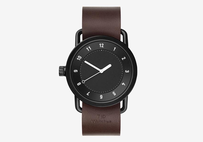 TID Watches – švédské hodinky, designové, minimalistické – černé ocelové pouzdro, černý ciferník, hnědý kožený náramek – pánské