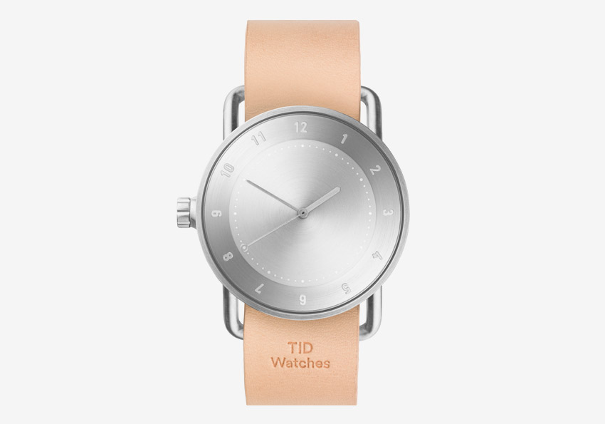 TID Watches – designové švédské hodinky – světle hnědý kožený řemínek tělové barvy, ocelové pouzdro – pánské