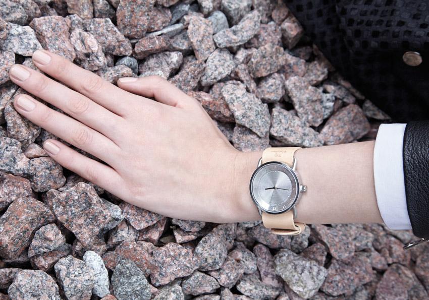 TID Watches – hodinky, švédské, minimalistické – světle hnědý kožený řemínek tělové barvy, ocelové pouzdro – dámské