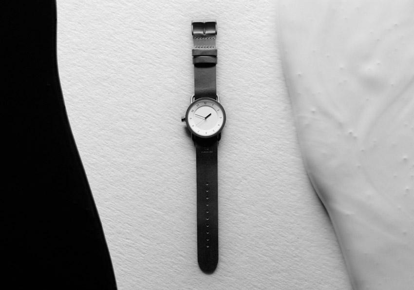 TID Watches – černé designové hodinky, švédské – ocelové pouzdro, černý kožený náramek, bílý ciferník – pánské, dámské