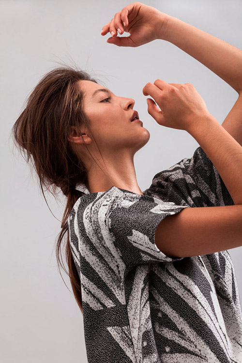 Ucon Acrobatics — dámské tričko — bílo-šedé, s potiskem — lookbook — jaro/léto — spring/summer 2016