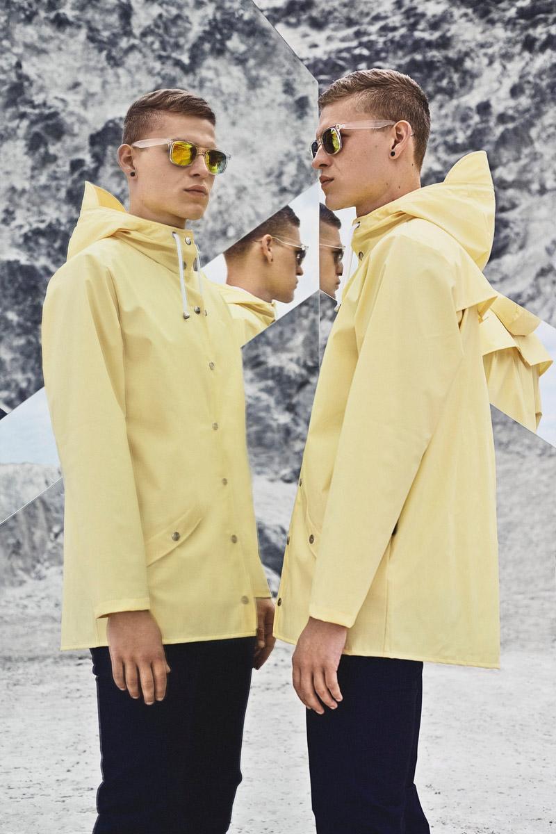 Rains — žlutá pláštěnka s kapucí, raincoat, nepromokavá bunda — pastelová — lookbook jaro/léto 2016