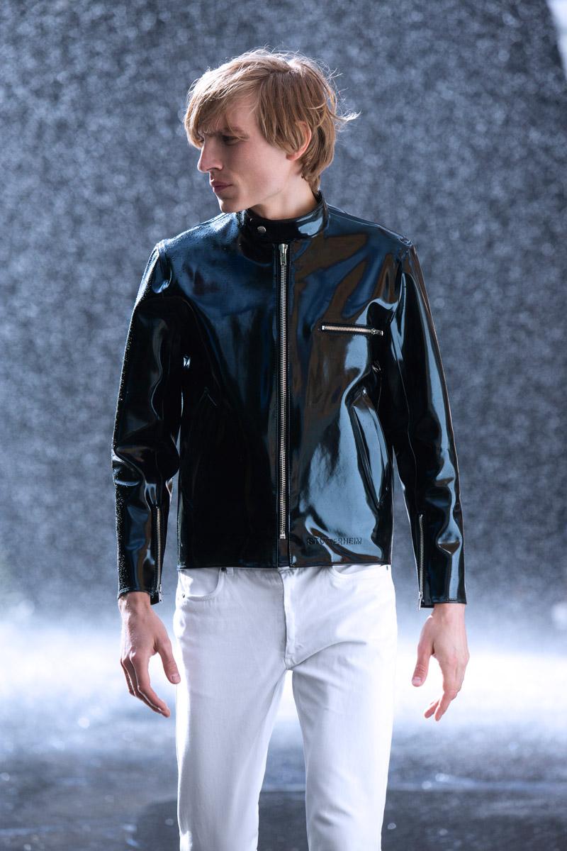 Stutterheim — černá pánská nepromokavá bunda do deště — rain jacket — lookbook jaro/léto 2016