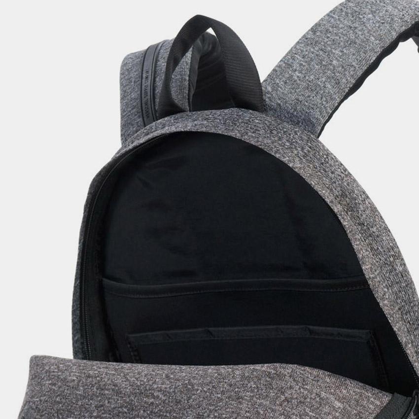 Herschel Supply — batoh — úložný prostor — ApexKnit