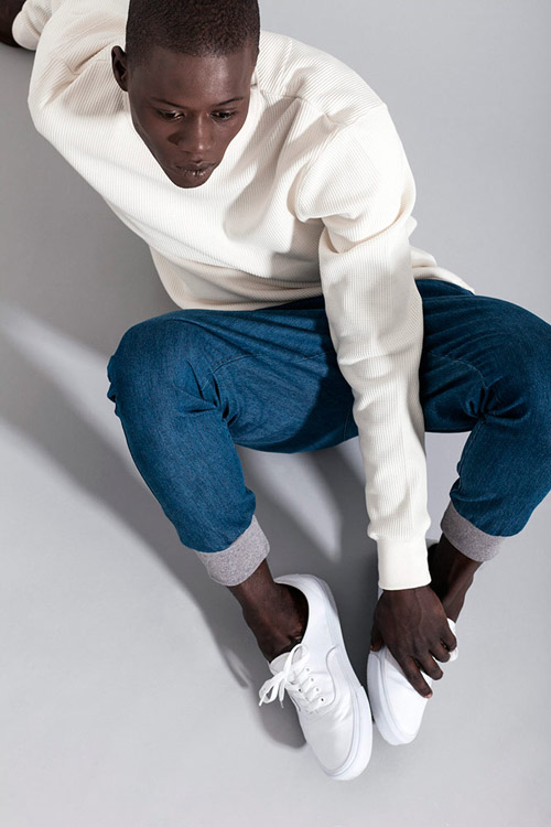 Ucon Acrobatics — pánská vroubkovaná mikina, bílá — modré jeansy, joggers kalhoty — lookbook — jaro/léto — spring/summer 2016