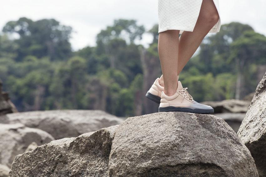 Filling Pieces — tenisky okrové barvy s šedým přechodem, sneakers, kožené boty — dámské, pánské — lookbook — Metamorphosis — jaro/léto 2016