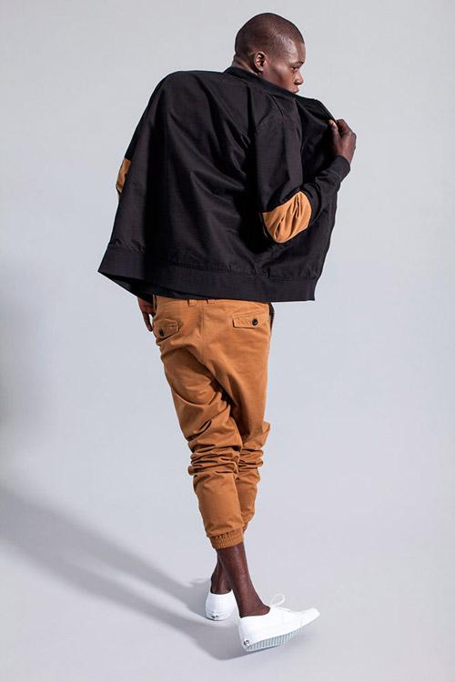 Ucon Acrobatics — hnědé kalhoty jogger — černá jarní bunda, bomber — lookbook — jaro/léto — spring/summer 2016