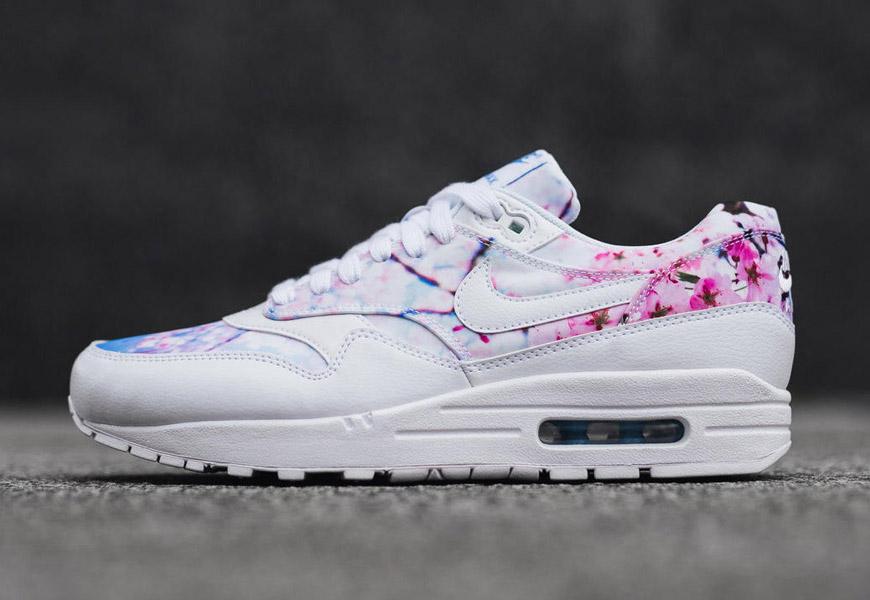 Nike Cherry Blossom Pack — kolekce bílých bot se vzorem třešňových květů af3af25528c