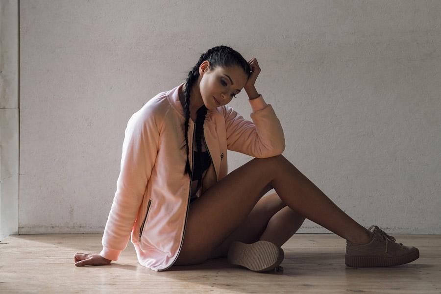 Blackfox — dámský bomber, světle růžový — bunda do pasu se zipem bez kapuce — sportovní oblečení, streetwear, activewear — lookbook