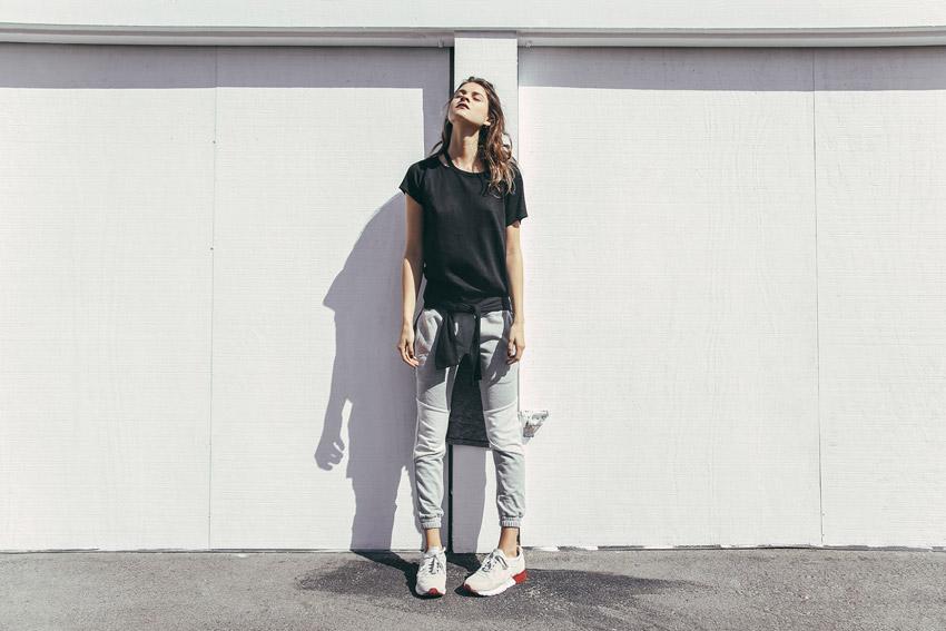 Publish — dámské černé tričko — joggers pants, tepláky, bavlněné kalhoty — dámské oblečení — jaro 2016