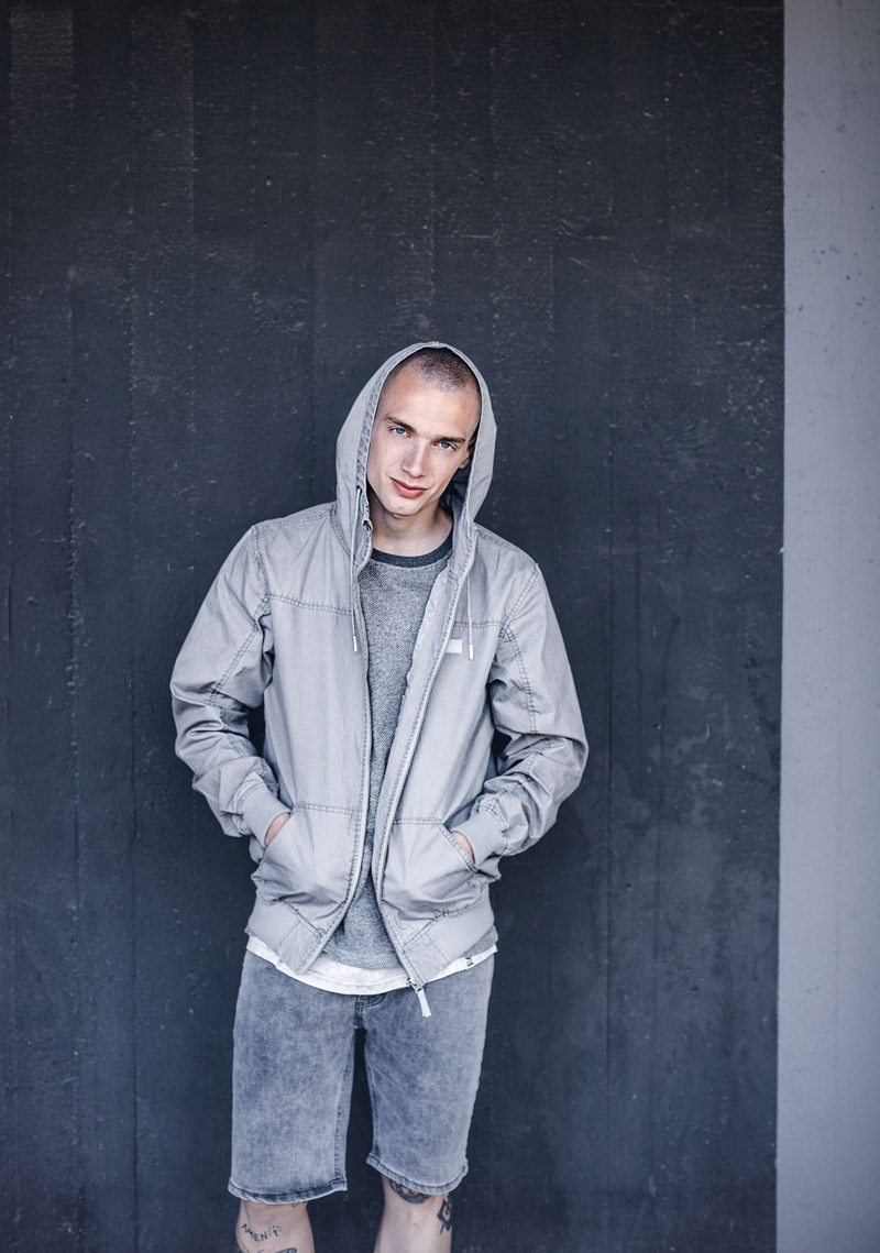 Iriedaily — pánská jarní bunda s kapucí — jeansové šortky — lookbook — jaro/léto 2016