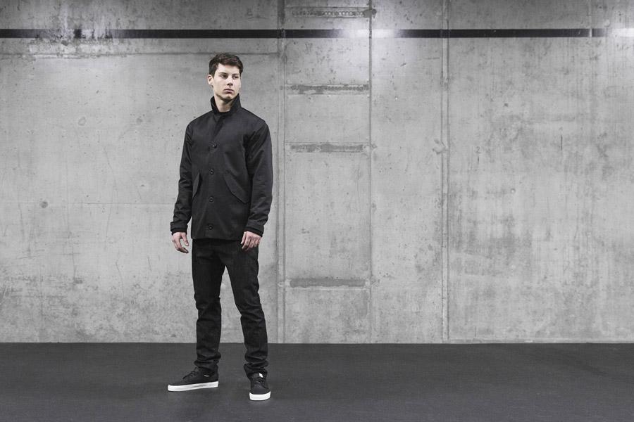 Backyard Cartel — černá jarní bunda se stojáčkem, pánská — černé kalhoty, pánské — pánské oblečení, street móda — kolekce Scissors — 1. část