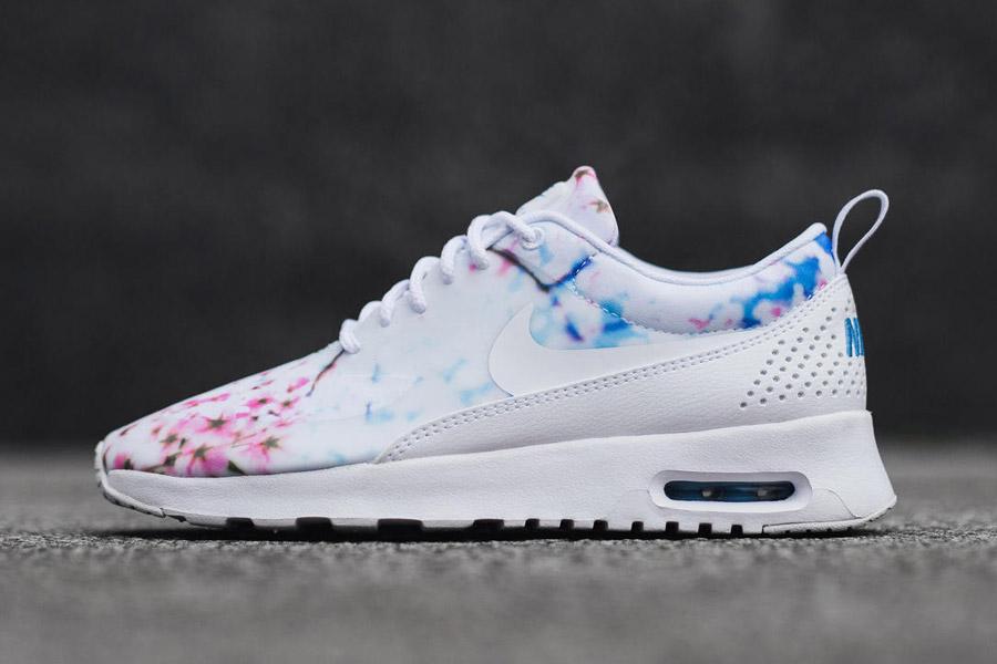 Nike Air Max Thea Print — Cherry Blossom — dámské boty, tenisky, sneakers — bílé — růžové třešňové květy