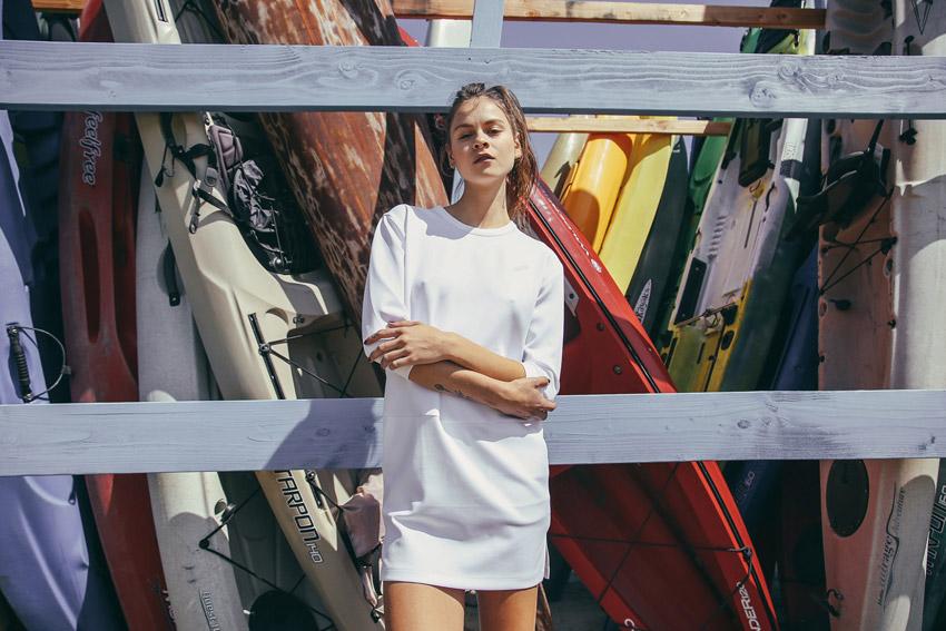 Publish — bílé letní šaty, futuristický střih — dámské oblečení — jaro 2016