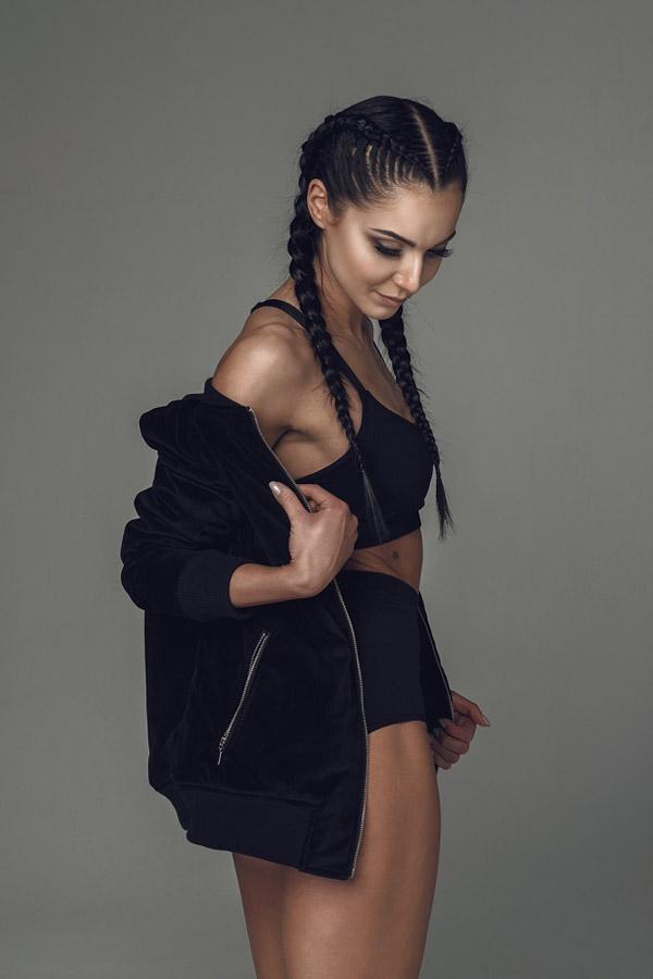 Blackfox — černý bomber — dámská bunda do pasu — sportovní oblečení, streetwear, activewear — lookbook