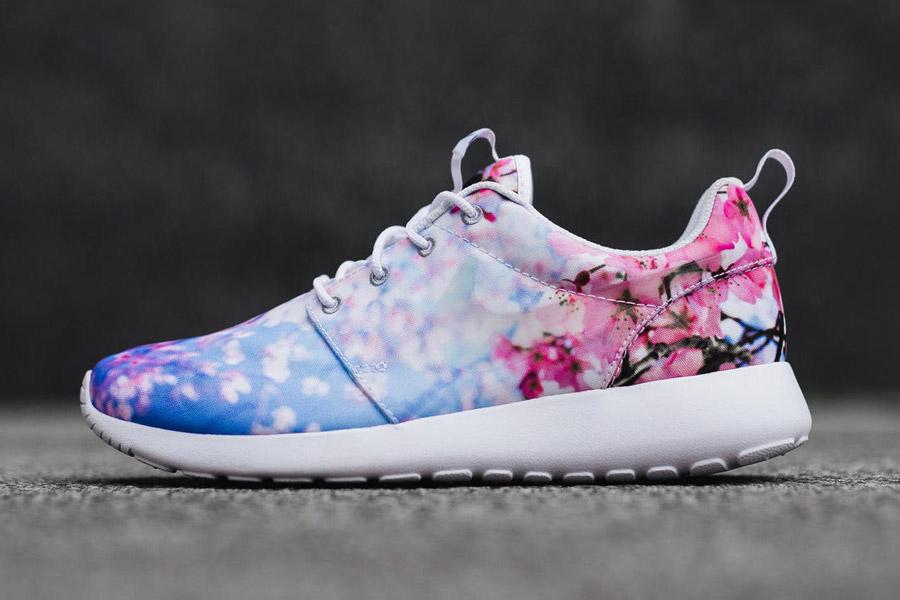 Nike Roshe One — Cherry Blossom — dámské boty, tenisky, sneakers — bílé — růžové třešňové květy