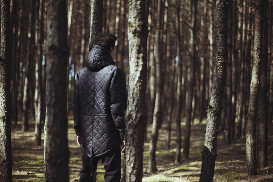Backyard Cartel — delší prošívaná bunda s kapucí, černá — pánská — pánské oblečení, street móda — kolekce Paper