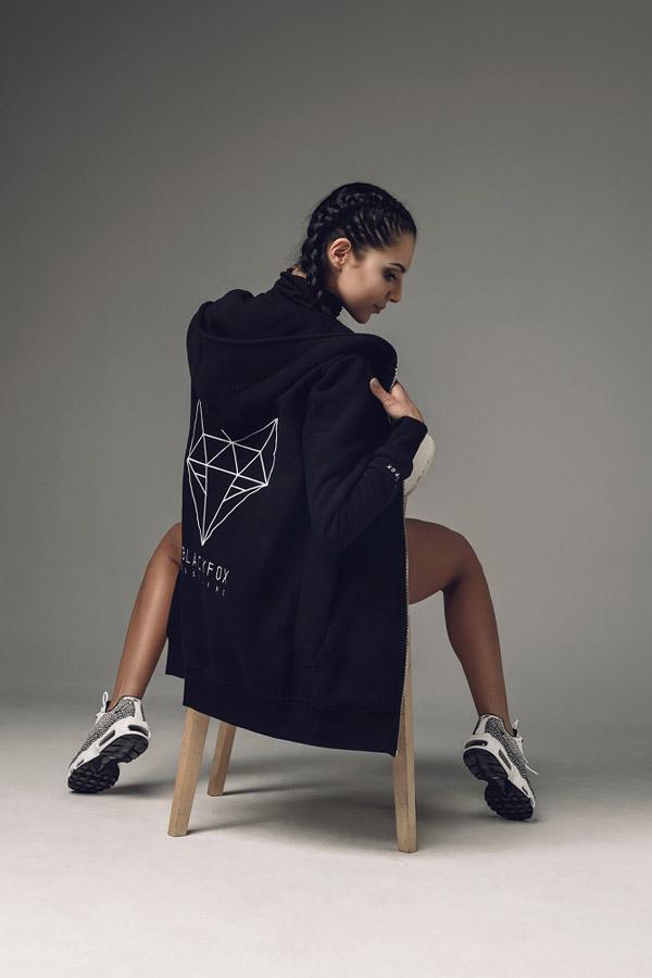 Blackfox — dlouhá černá mikina s kapucí — dámská — sportovní oblečení, streetwear, activewear — lookbook