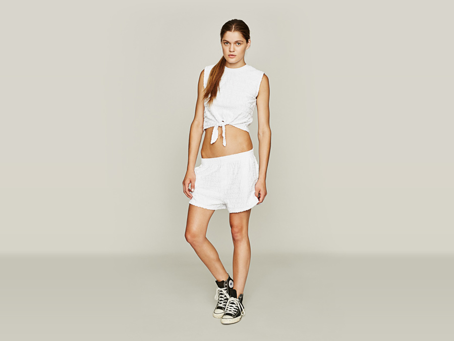 Stussy — bílý top — bílé kraťasy, šortky — dámské oblečení — jaro 2016