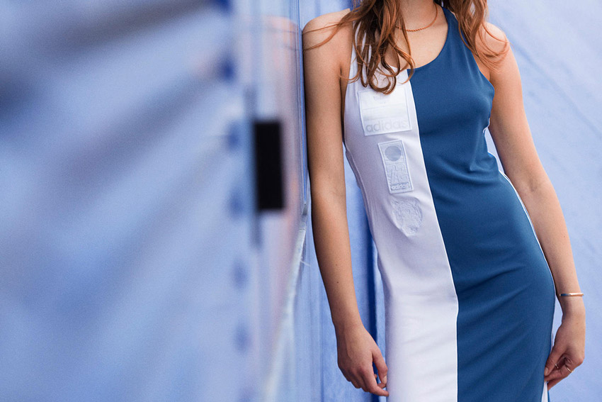 Adidas Originals — bílé, modré uplé sportovní šaty — sportovní oblečení — lookbook kolekce Regista — jaro/léto 2016