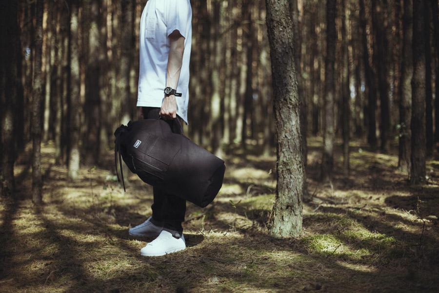 Backyard Cartel — černý plátěný batoh na záda — pánské oblečení, street móda — kolekce Paper