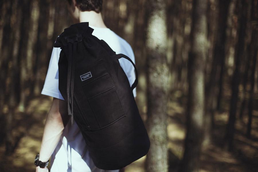 Backyard Cartel — plátěný batoh na záda — černý — pánské oblečení, street móda — kolekce Paper