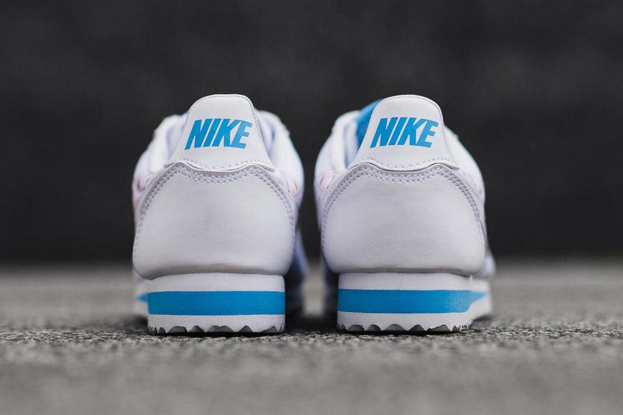 Nike Classic Cortez — Cherry Blossom — zadní pohled — bílé — růžové třešňové květy