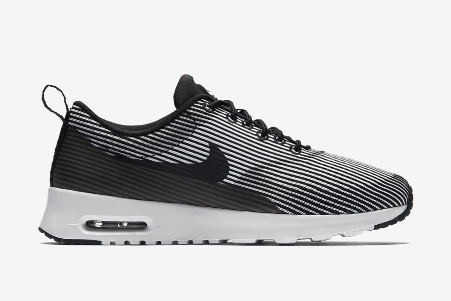 Nike Air Max Thea Jacquard — dámské boty — černé, bílé — tenisky, sneakers s proužky — textilní, veganské