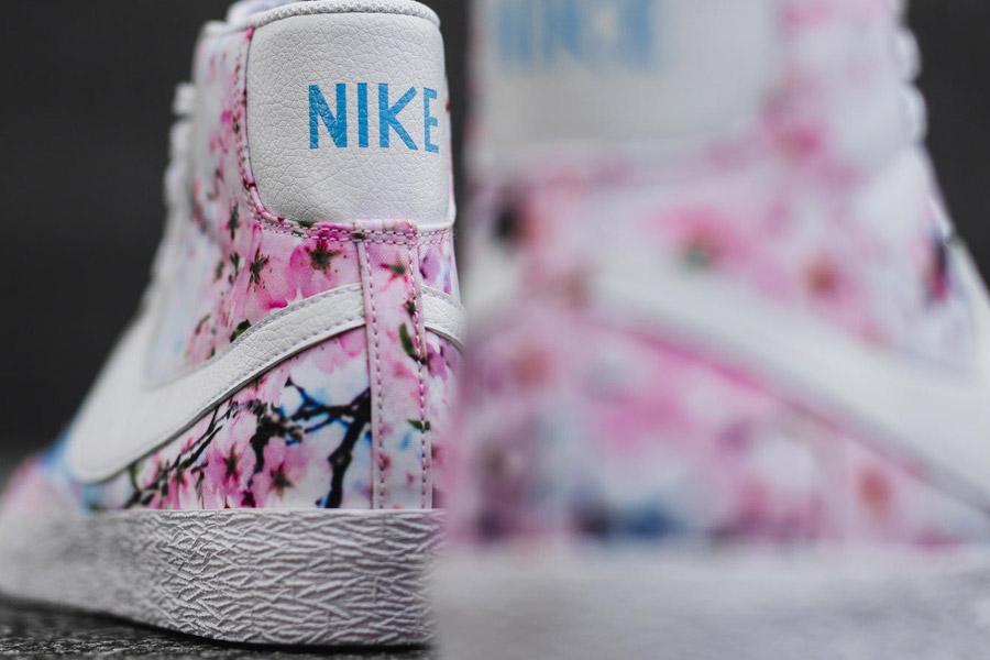 Nike Blazer Mid Print — Cherry Blossom — dámské kotníkové tenisky, boty, sneakers — bílé — růžové třešňové květy