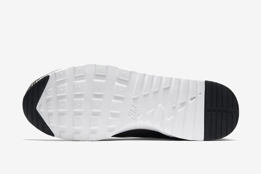 Nike Air Max Thea Jacquard — dámské boty — černo-bílá podrážka — tenisky s pruhy, sneakers — textilní, veganské