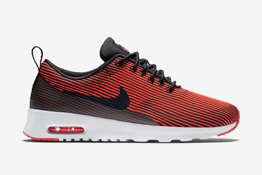 Nike Air Max Thea Jacquard — pruhované dámské boty — červené, karmínové — tenisky, sneakers — textilní, veganské