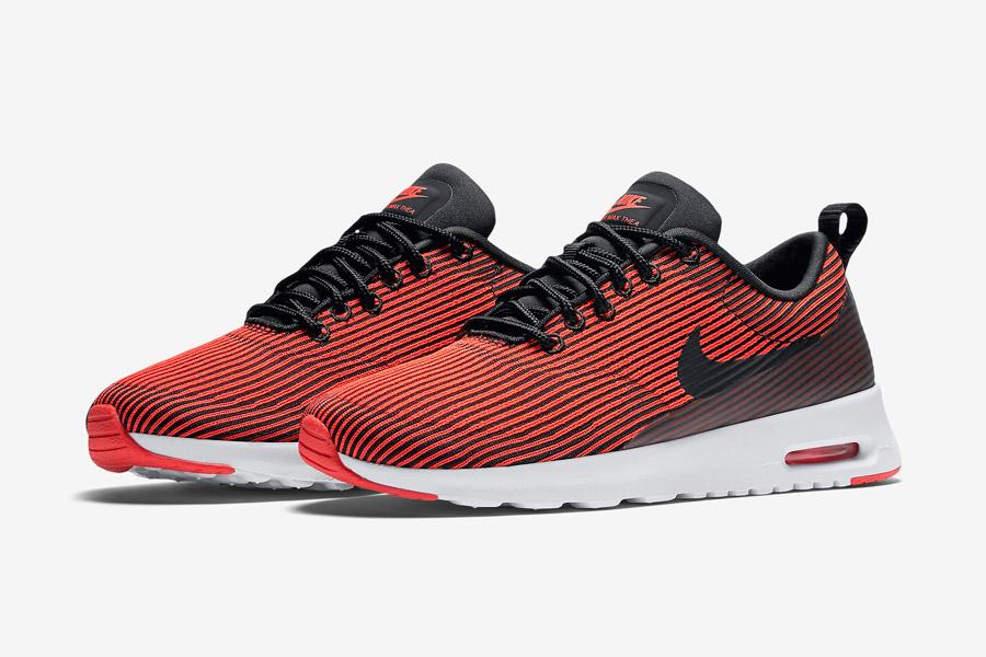 Nike Air Max Thea Jacquard — dámské boty s proužky — červené, karmínové — tenisky, sneakers — textilní, veganské
