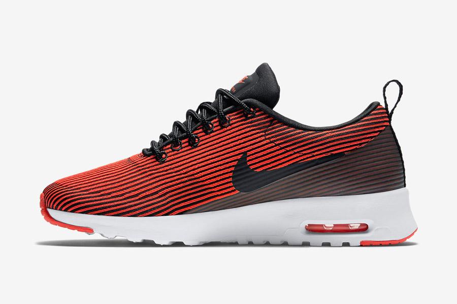 Nike Air Max Thea Jacquard — dámské boty — červené, karmínové — pruhované tenisky, sneakers — textilní, veganské