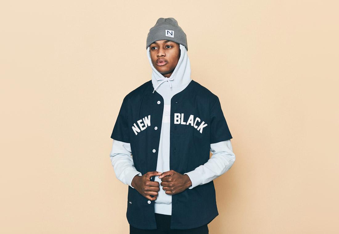 New Black — pánská košile bez límečku s krátkým rukávem — bleděmodrá mikina s kapucí