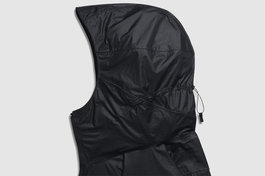 NikeLab Transform Jacket — pánská sportovní bunda — černá — detail kapuce
