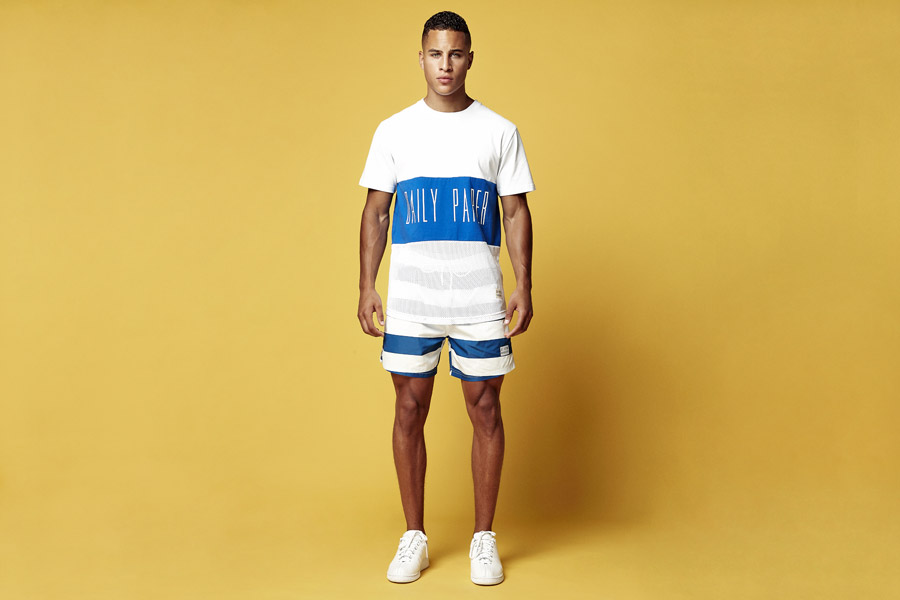 Daily Paper — bílo-modré tričko s potiskem — modro-bílé šortky, kraťasy — jarní/letní oblečení 2016