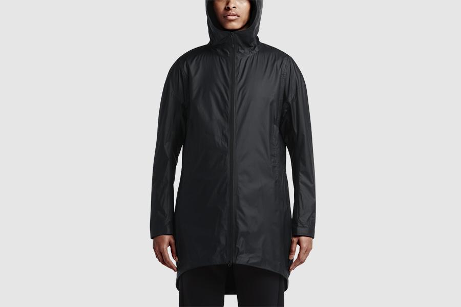 NikeLab Transform Jacket — dlouhá sportovní bunda s kapucí, dámská — černá — dvojitá bunda