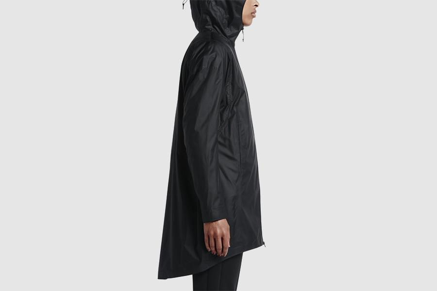 NikeLab Transform Jacket — dámská dlouhá sportovní bunda s kapucí — černá — dvojitá bunda