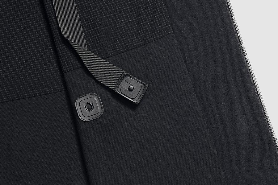 NikeLab Transform Jacket — dámská sportovní bunda — černá — detail zapínání