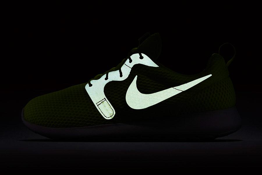 Nike Roshe One Hyper Breathe — reflexní prvky — běžecké sneakers