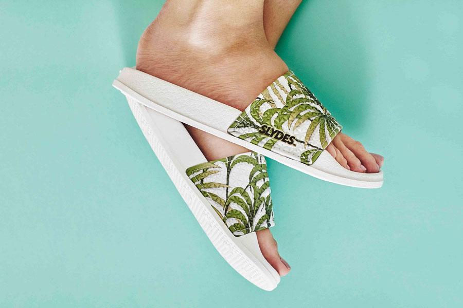 Slydes — dámské pantofle — bílé s palmami — nazouváky, slides