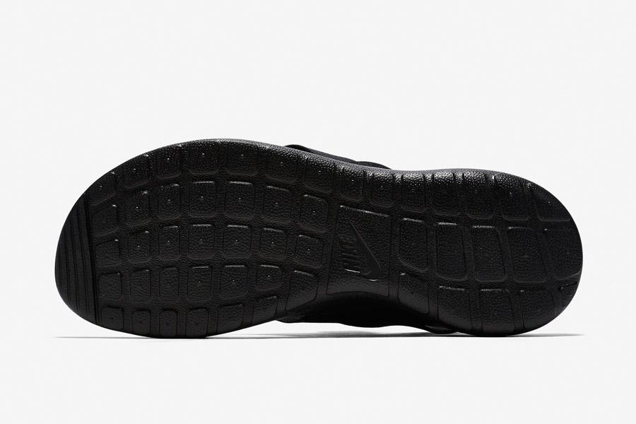 Nike Roshe One Sandals WMNS — dámské sandály, letní — detail černé podrážky