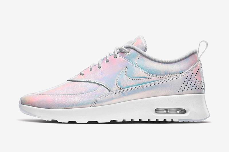 Nike Air Max Thea Premium iD Iridescent — duhové boty — sneakers, tenisky — dámské