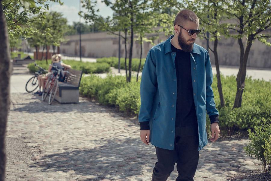 Amokrun — modrá bunda, pánská — lehká dlouhá bunda bez kapuce — plátěný kabát — Coach Jacket
