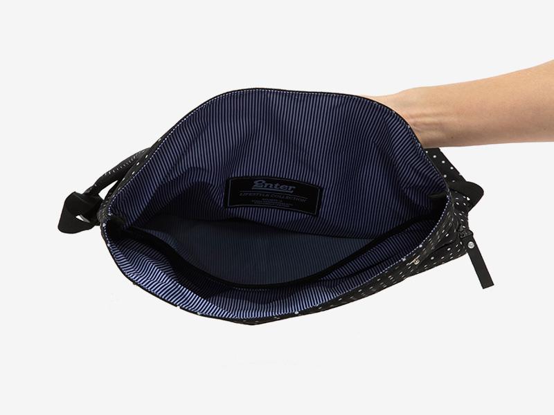 Enter — plátěný batoh — přeýbací — černý s bílými puntíky — Fold Top Backpack